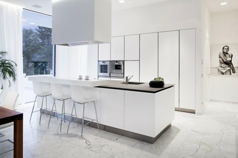 cocinas de diseño blanco cuadros mesa mujer