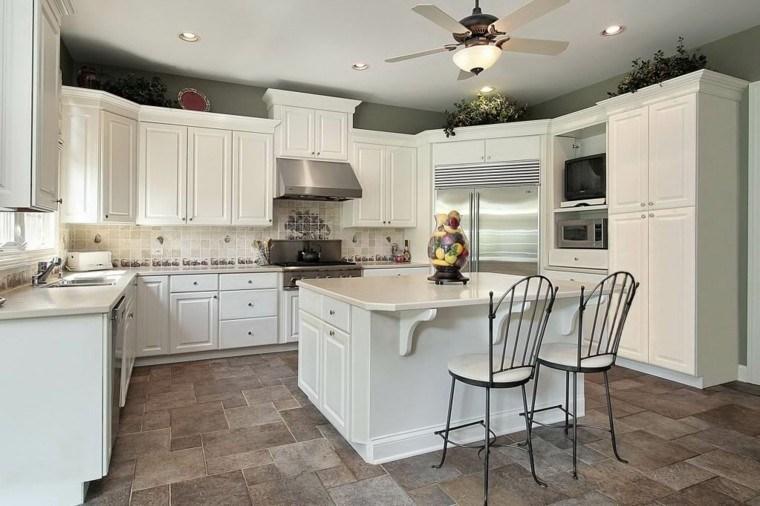 cocinas de diseño blanco platos sillas