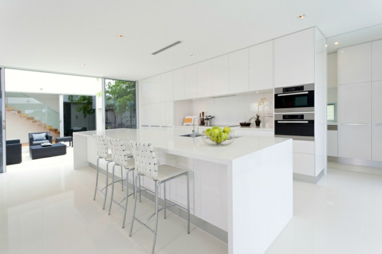 Cocinas modernas con isla 100 ideas impresionantes for Cocinas blancas con isla