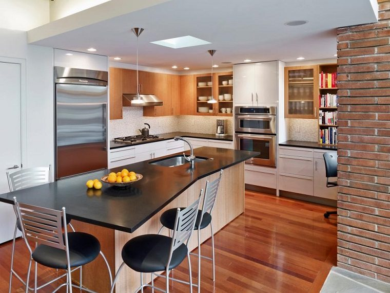 cocinas-pequenas-modernas-isla-encimera-negra-suelo-madera Blog