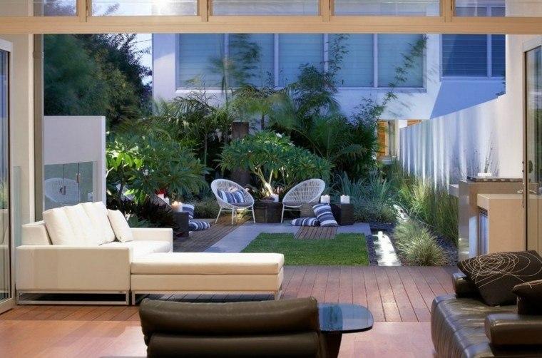 decoración de jardines plantas naturalidad sillas blancas ideas