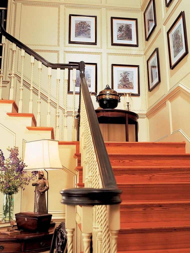 Decorar con cuadros 25 ideas para el hogar moderno - Como decorar una escalera interior ...