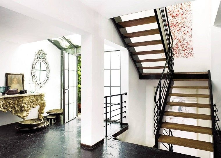 Decorar escaleras con estilo 50 ideas for Adornos para paredes de escaleras