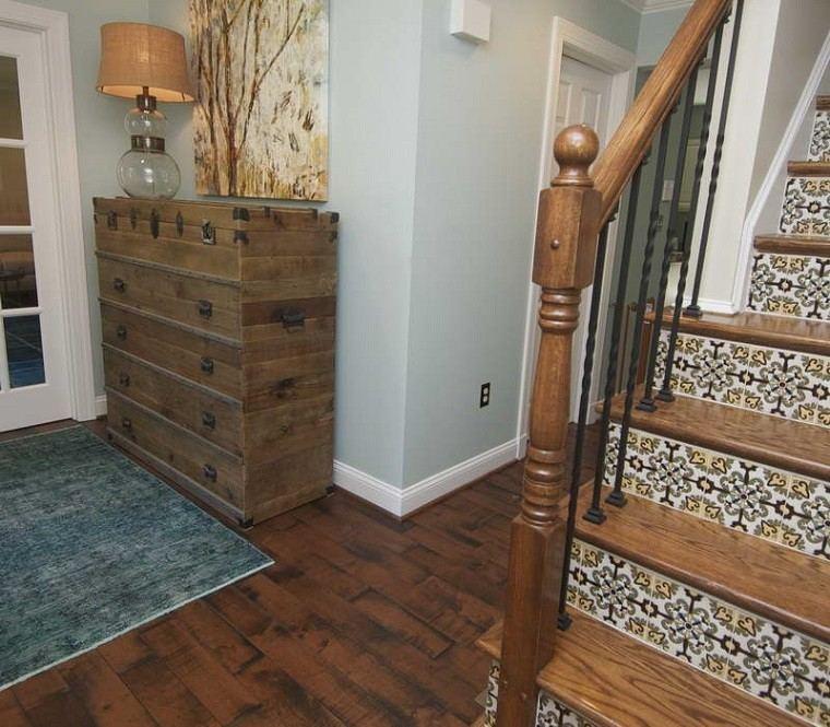 decorar escaleras peldaños mosaicos ceramica