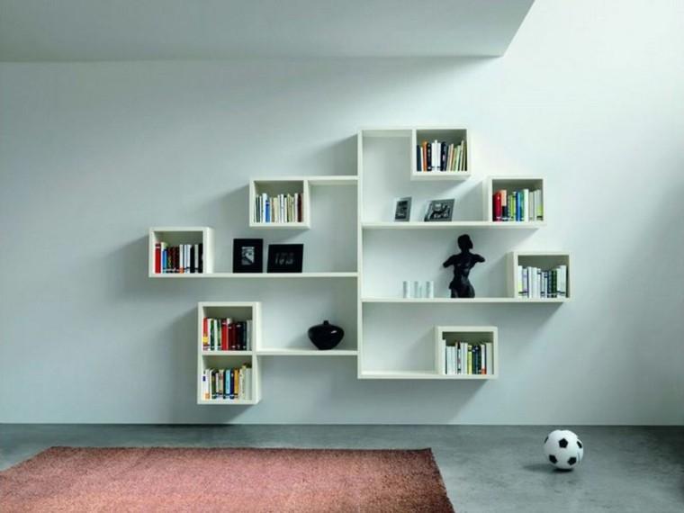 decorar paredes con estanterías adornos