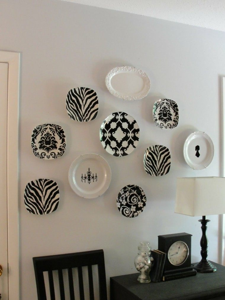 decorar pared platos blanco negro