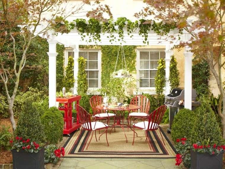 decorar terrazas pequeñas muebles acero rojos pergola ideas