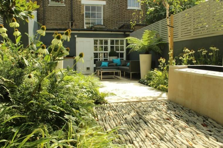 decorar terrazas pequeñas plantas muebles suelo piedras ideas