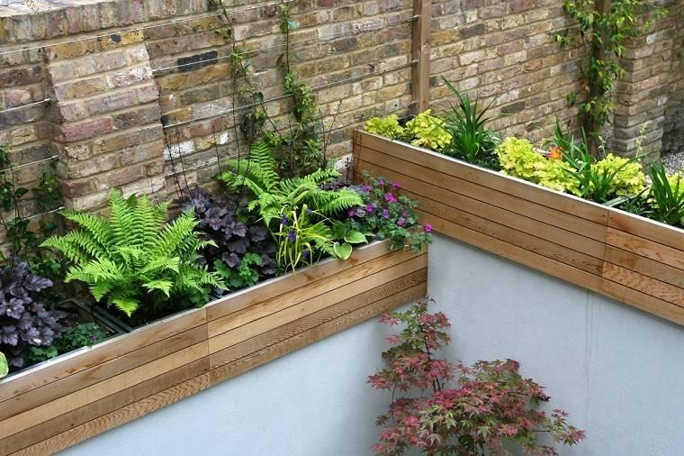 detalle jardin macetero madera ladrillos