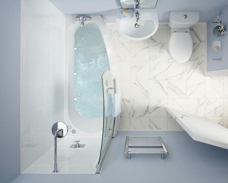 diseño baños de color celeste