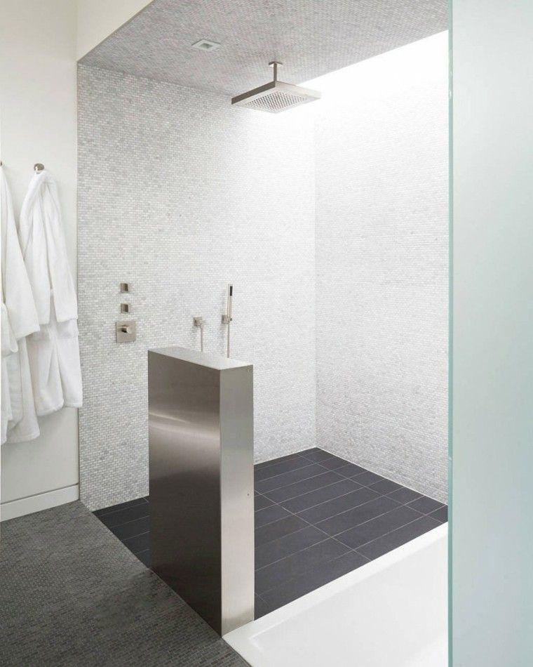 Ba os con plato de ducha veinticinco ideas for Mosaicos banos modernos