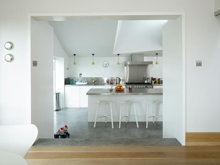 diseño de cocina blanco acero
