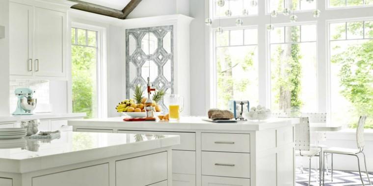 diseño de cocina blanca jardin