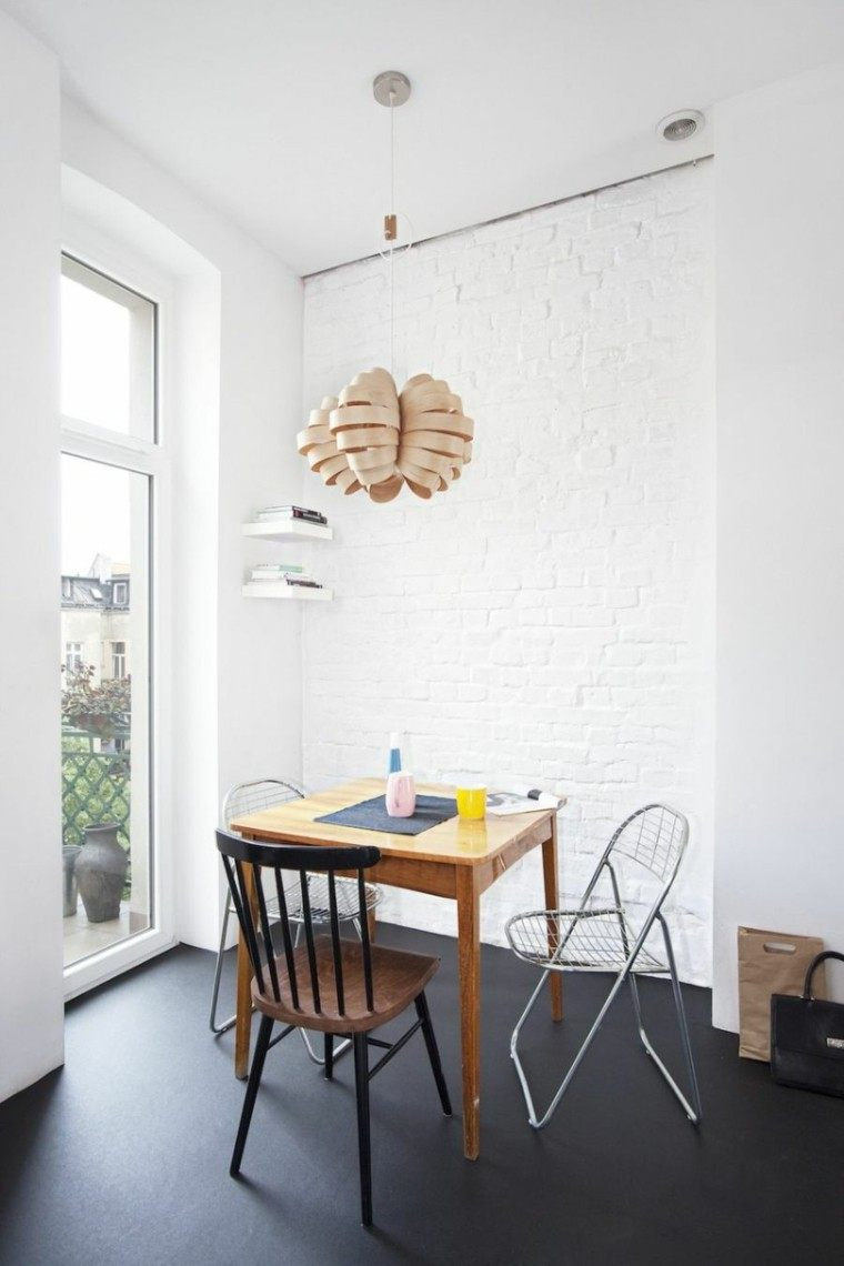 diseño interiores minimalistas sillas disparejas mesa
