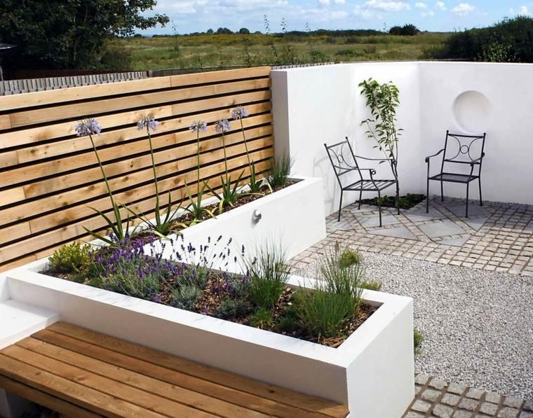 diseño jardines pequeñosmuro sillas patio