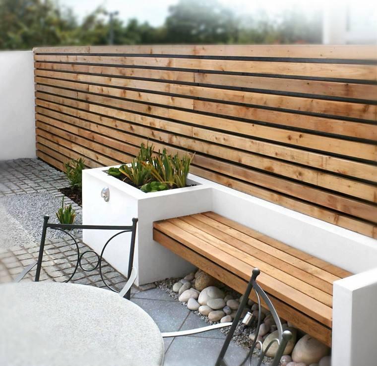 diseño jardines pequeños sillas forja rocas