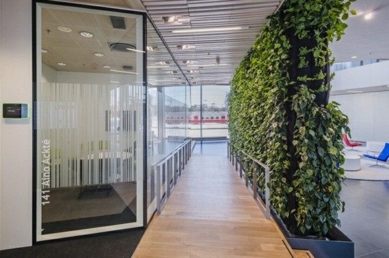 diseño jardines verticales puerta oficina cristales