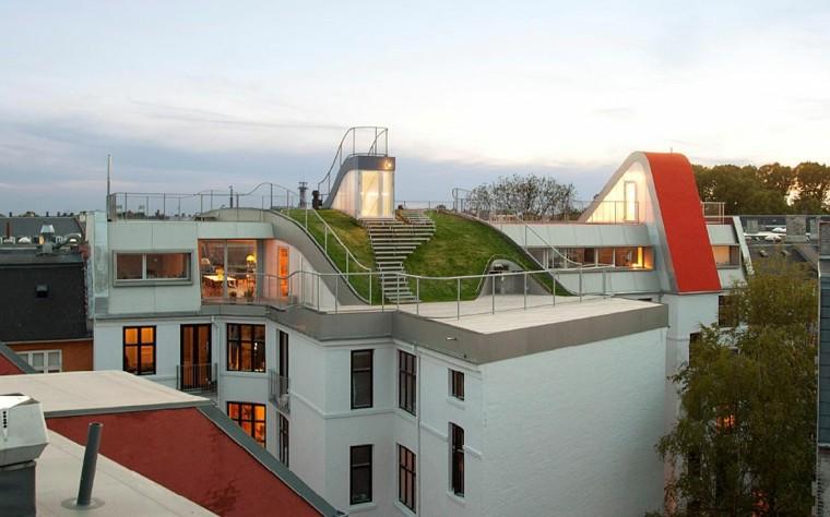 diseño terraza atico escaleras cesped