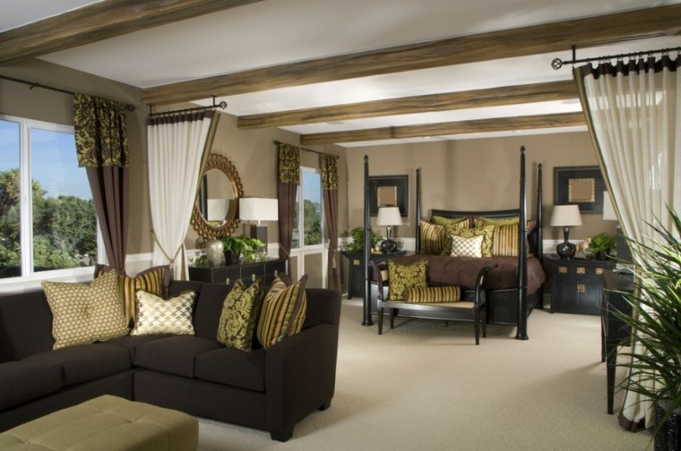 dormitorio amplio cortinas separadoras sofa grande ideas