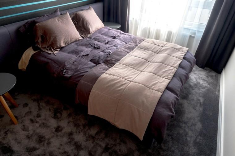 dormitorio colores oscuros alfombra terciopelo cama grande ideas