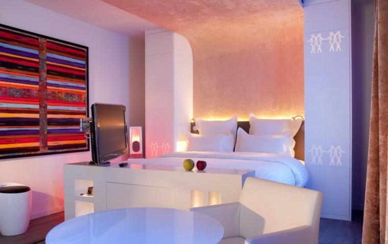 Ideas creativas para la pared de tu casa 50 fotos originales - Iluminacion dormitorio moderno ...