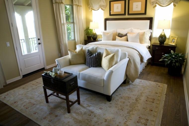 dormitorio sofa pequena blanca mesita madera ideas
