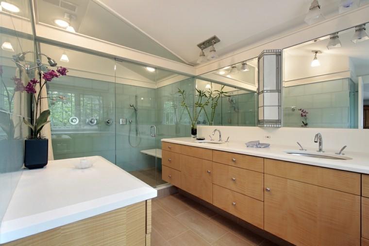 Limpiar Baño Amarillo:Paredes de color amarillo en el baño moderno con ducha