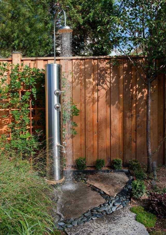 ducha moderna aluminio jardin rocas
