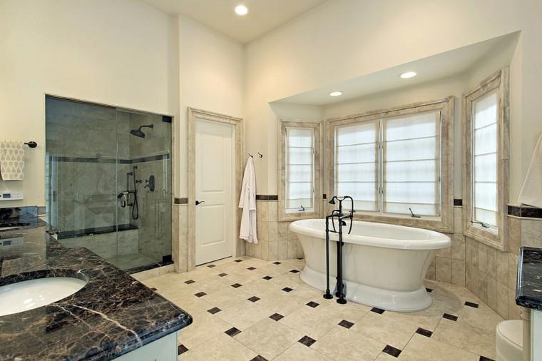 Limpiar Baño Amarillo:encimera de granito negro en el baño moderno con ducha
