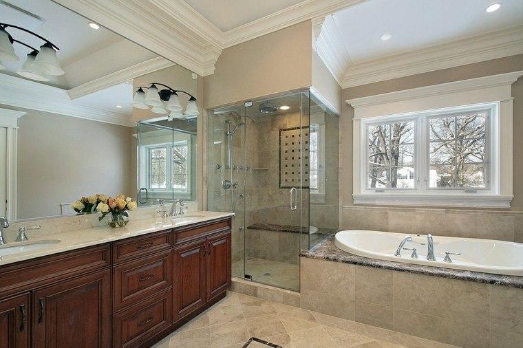 Baños Con Ducha Grande:Paredes de color amarillo en el baño moderno con ducha