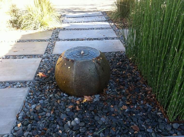 fuente piedra redonda estilo zen