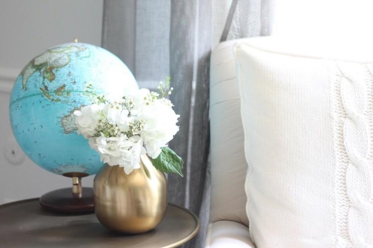 globo decorar casa jarron oro flores frescas ideas
