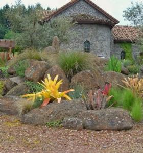 Parcelas rectangulares y jardines de chalets adosados 24 for Cobertizo de madera de jardin contemporaneo