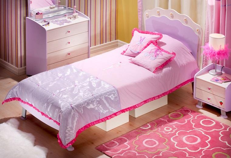 habitacion chica alfombra flores cama pequena ideas