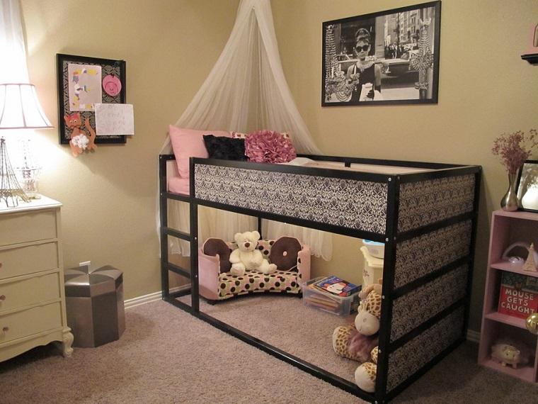 habitacion chica cama acero negro dosel ideas