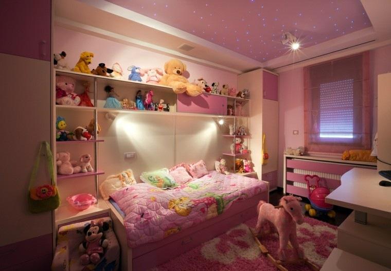 habitacion chica estanterias peluches rosa ideas