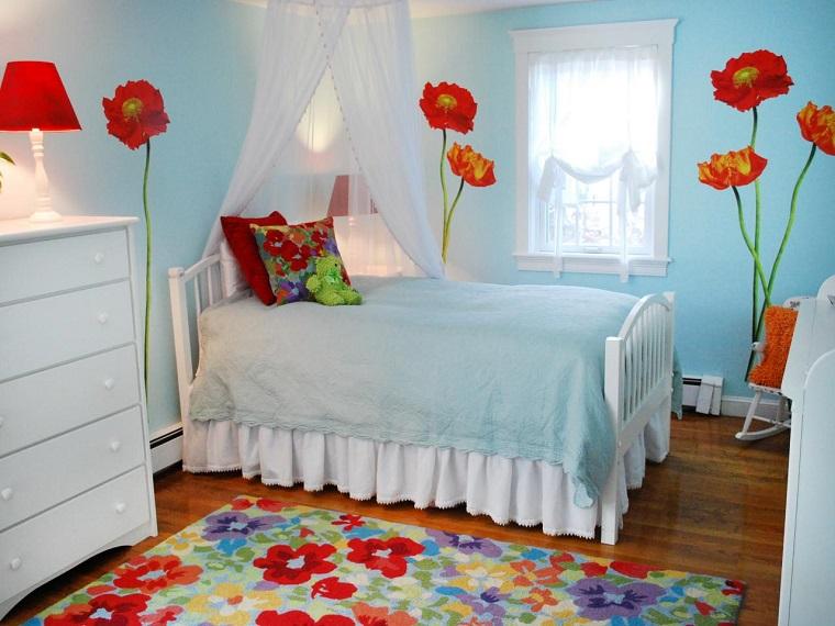 habitación juvenil niña pared azul flores decorativas ideas