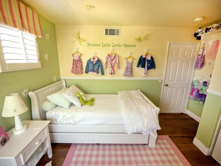 habitacion chica pared verde amarillo cama grande blanca ideas