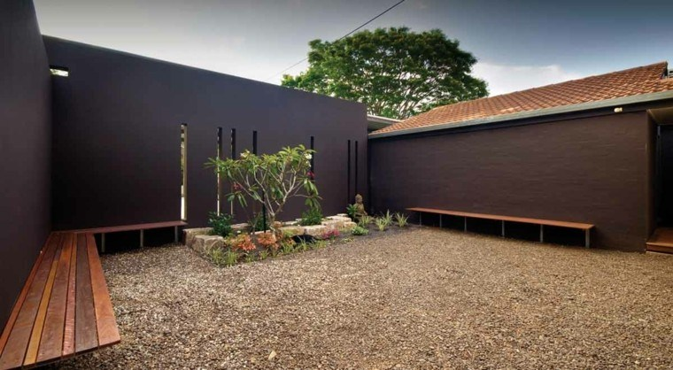 jardin grande diseño moderno grava