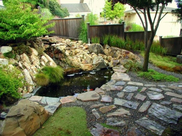 jardín japonés estanque rodeado piedras ideas