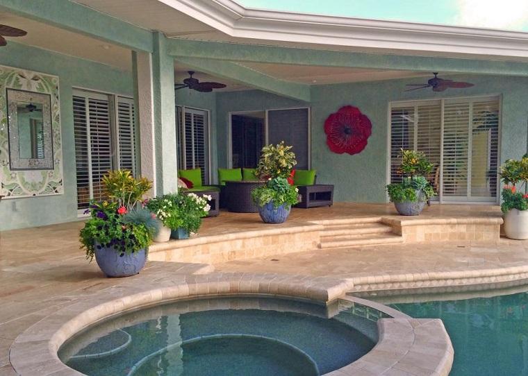 jardin moderno macetas grandes azules piscina ideas
