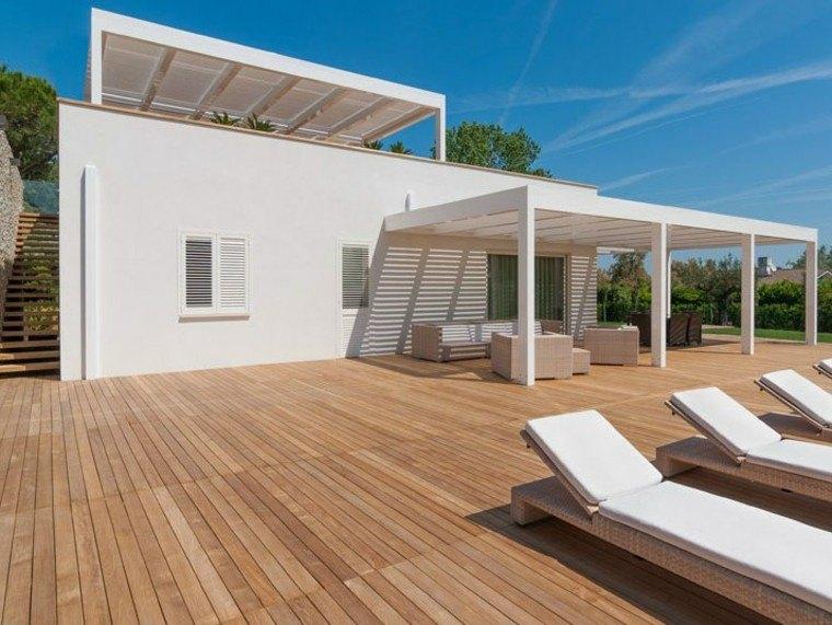 jardin moderno suelo madera tumbonas pergola blanca ideas