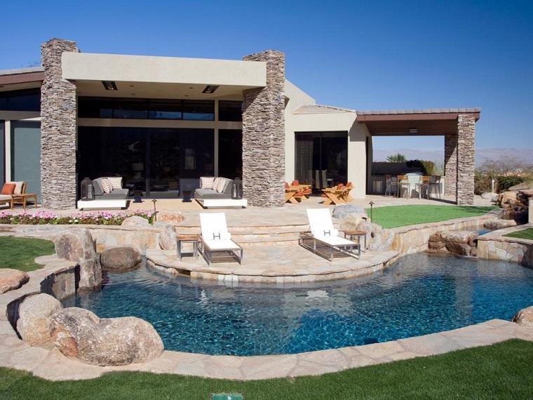 jardin piedras grandes piscina tumbonas ideas