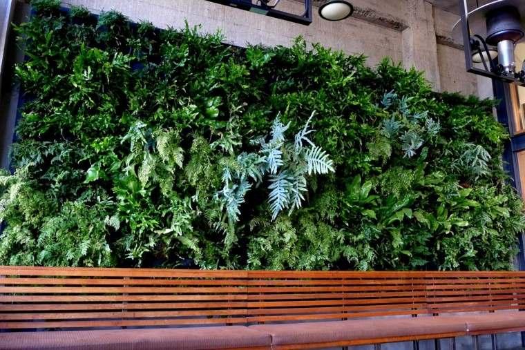 jardines diseño vertical lampara helechos restaurante