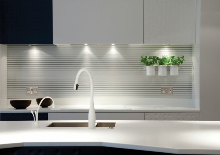 laminas madera blanca- panel pared cocina ideas