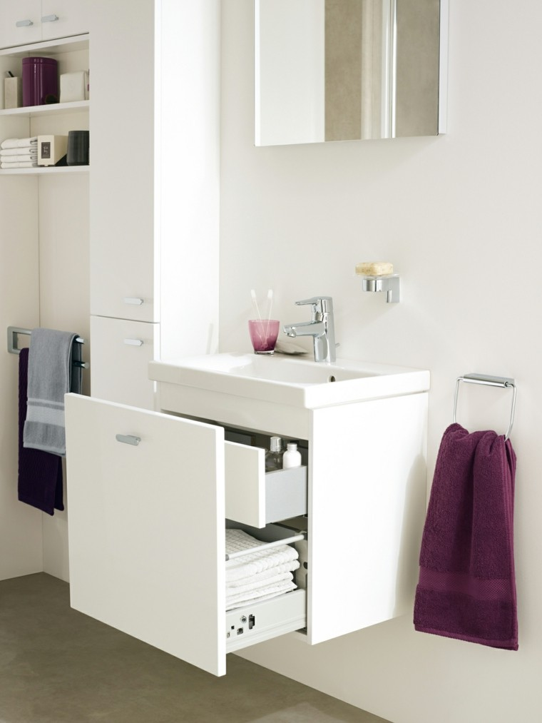 lavabo blanco bano espejo toalla ideas