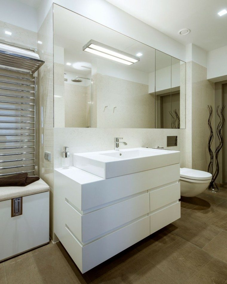 Diseno De Baño Grande:Mámapara de crístal transparente y lavabo de mármol en el baño