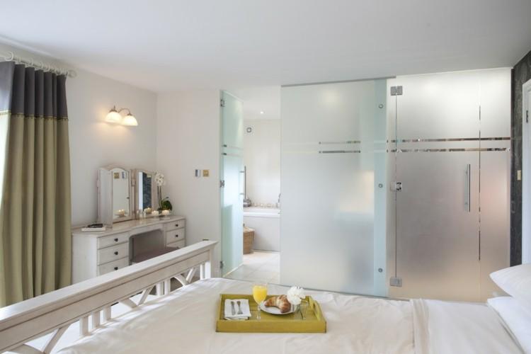 mamparas translucidas baño moderno