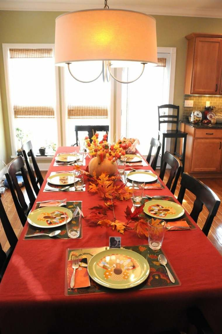 mesa comedor mantel rojo otoño