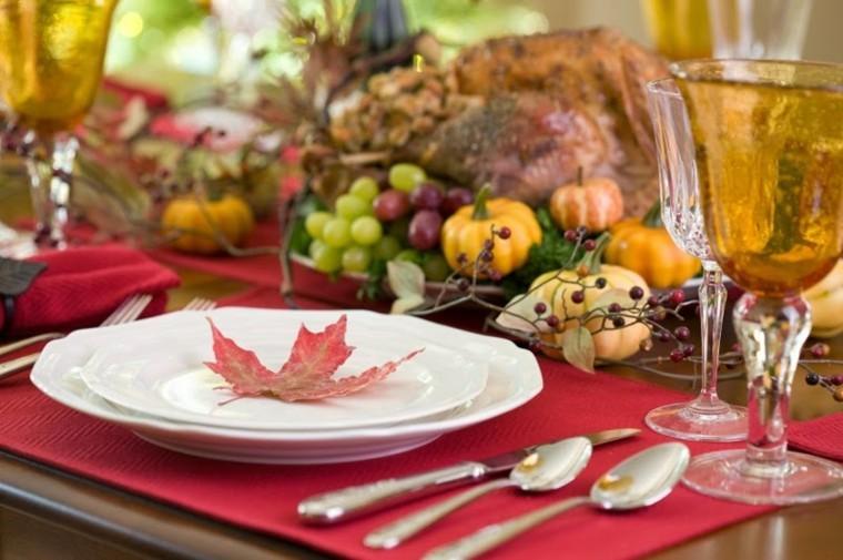 mesa otoño hoja roja plato